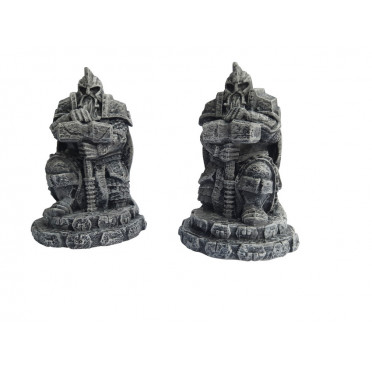 Ziterdes: Dwarf statues with hammer, kneeling